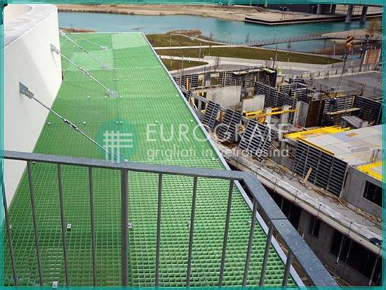 cubierta de un tejado con rejillas para una instalación civil