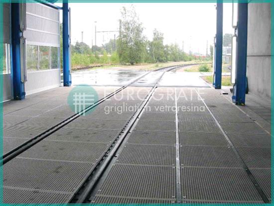 suelos de rejilla en instalaciones ferroviarias por su resistencia a la corrosión