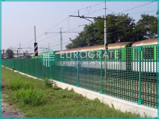 vallados industriales para delimitar el paso de los trenes