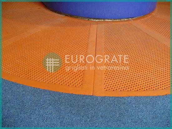 suelos de resina antideslizantes utilizados para la seguridad del personal en el sector marítimo