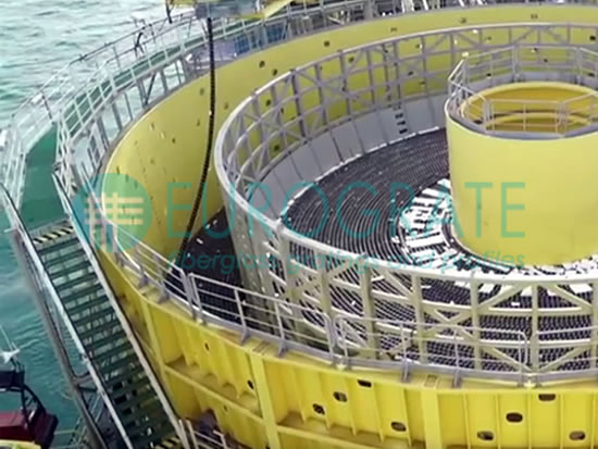 pasarelas de rejilla y escalones de PRFV instalados para la extracción de petróleo
