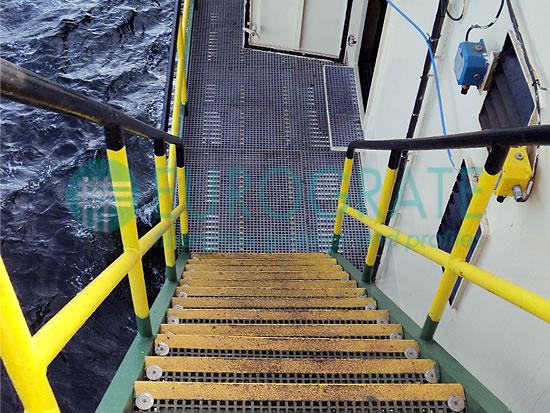 cubre peldaños y barandillas para la protección del personal de las plataformas marinas