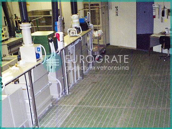 suelos seguros hechos con rejillas de PRFV para el sector galvánico