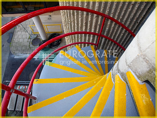 Cubre peldaños para escaleras de caracol de cemento