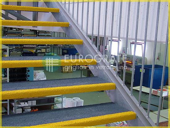 Cubre peldaños antideslizantes para la seguridad del personal