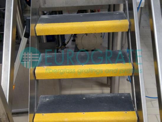 Cubre peldaños para mayor seguridad de las escaleras de metal