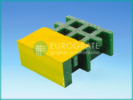 Malla de los escalones de color verde y amarillo