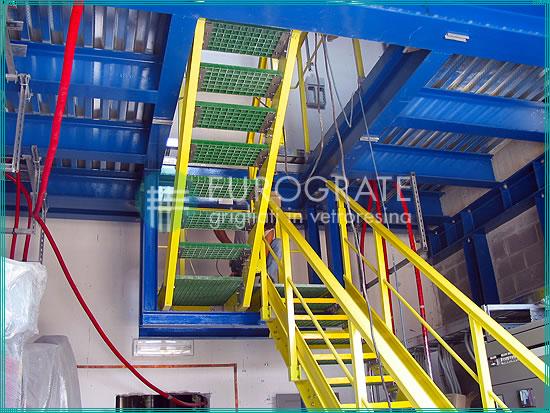 Escalones de rejilla utilizados en una estructura autoportante