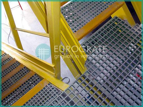 Peldaños de PRFV aplicados a escaleras de metal