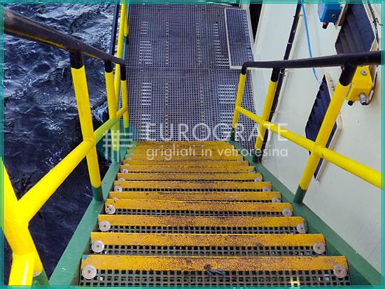 Escalones instalados en entornos corrosivos