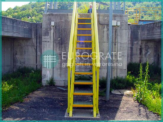 Escalones y barandillas para escaleras industriales
