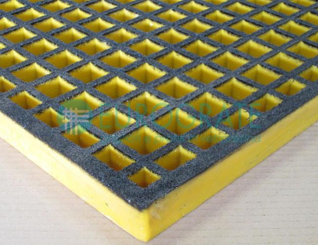 Rejilla con superficie abierta y superficie disipadora de la electricidad estática (ESD)